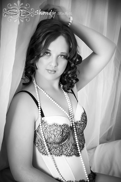 Boudoir photography in Omaha, NE by Shondy Studios