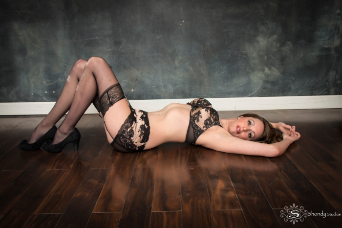 boudoir, photography, omaha, ne, shondy studios, sexy photos, intimate photography, bridal, gifts for grooms, omaha boudoir, omaha sexy photos