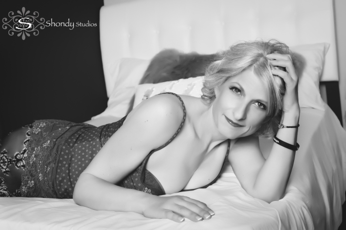 omaha, boudoir, photography, photographer, sexy, intimate, lingerie, gift, wedding gift, women, black and white,